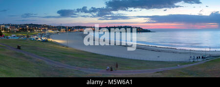 La plage de Bondi à l'aube, Sydney, New South Wales, Australia Banque D'Images