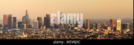 Los Angeles Skyline panoramique Coucher du soleil. Banque D'Images