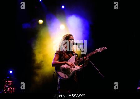 Barcelone - SEP 22: Nilufer Yanya (band) produisent en concert au Festival Bam le 22 septembre 2017 à Barcelone, Banque D'Images