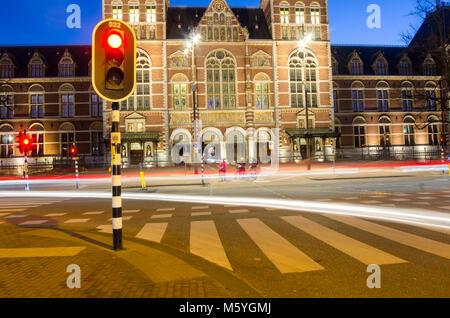 L'animation de rue d'Amsterdam avec lumière la nuit.