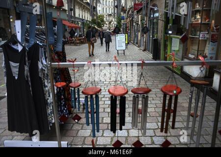 Boutiques dans l'ancienne ville ville de Nantes, Loire Atlantique, France. Dans le monde d'utilisation | Banque D'Images