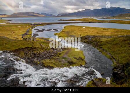 Chute d'Kirkjufellsfoss en Islande Banque D'Images