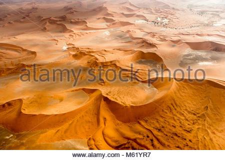 Une antenne de la dunes de sable rouge du désert du Namib. Banque D'Images