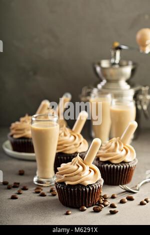 Expresso chocolat cupcakes avec Irish Cream liquor Banque D'Images