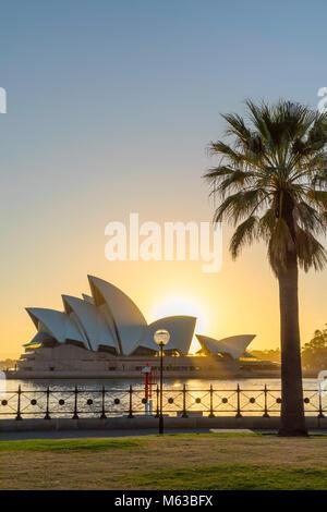 L'Opéra de Sydney au lever du soleil, Sydney, New South Wales, Australia Banque D'Images