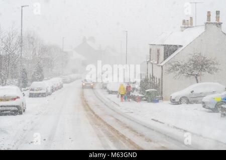Balfron, Stirlingshire, Scotland, UK. 28 Février, 2018. Royaume-uni - le poids de la neige tomber dans le Stirlingshire Banque D'Images