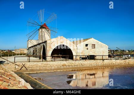Photos et images de Nubie Salt works Museum et la Nubie éolienne, la réserve de faune du monde de la Saline de Trapani et Paceco, Trapani Sicile site.