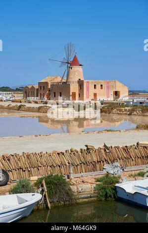 Photos et images de l'hôtel Mulino d'Infersa (moulin de Infersa) wind mill, Ettore salines, Salins della Laguna, Banque D'Images