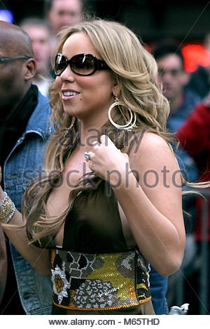 K42672JBB GOOD MORNING AMERICA'S SUMMER CONCERT SERIES : Mariah Carey PERFORMANCE À 44ème Rue et Broadway, NEW YORK Banque D'Images