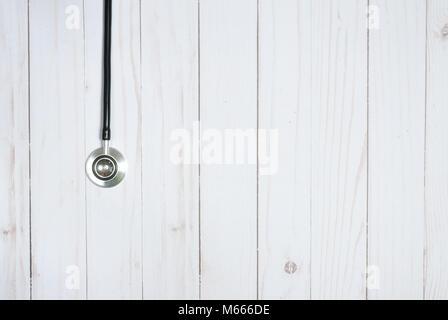 Stéthoscope médical sur blanc 24. Medicine concept Banque D'Images