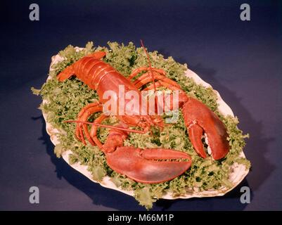 1960 homard cuit ROUGE LIT PLATEAU BLANC LAITUE - kf5202 HAR001 COQUILLAGES HARS Banque D'Images