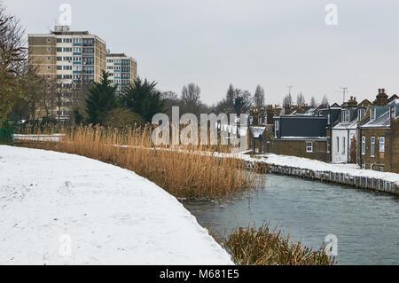 La New River près de Finsbury Park, au nord de Londres au Royaume-Uni, dans le froid de début 2018 Banque D'Images