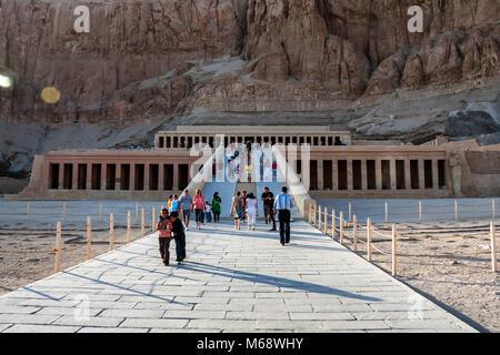 Louxor, Egypte - 17 février 2010: temple funéraire d'Hatshepsout en Egypte Banque D'Images