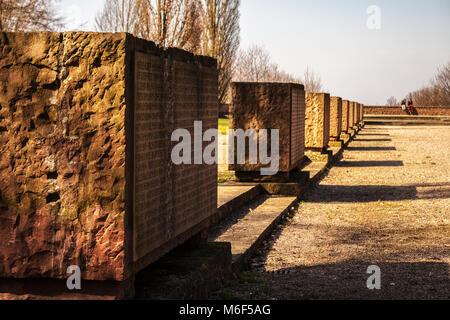 L'EhrenFriedhof, World War 2 memorial militaire de Heidelberg avec des autels de pierre avec les noms des soldats Banque D'Images