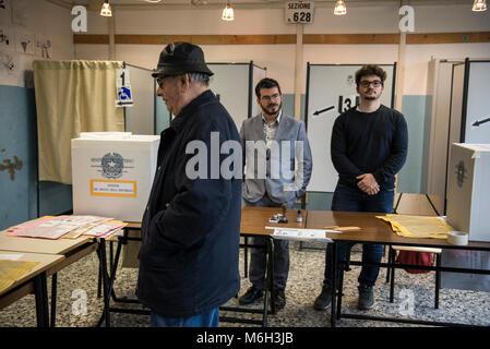Italie beaucoup d électeurs rentrent sans accomplir leur droit