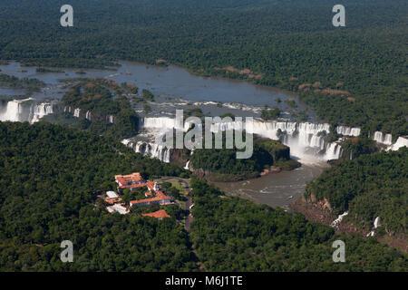Chutes d'Iguazu Falls Scenic aérienne border Brésil, Argentine, Paraguay site du patrimoine mondial de l'Organisation Banque D'Images
