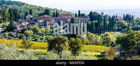 Paysage d'automne impressionnant,avec vue sur les vignes,région du Chianti,Toscane,Italie. Banque D'Images