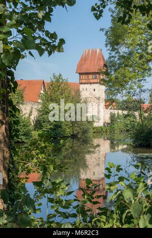 Murs extérieurs et des douves de la ville de Feuchtwangen, Bavière, Allemagne Banque D'Images