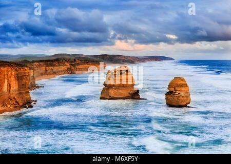 Castle Rock lookout sur Great Ocean Road à douze apôtres à marine park et plage avec deux étapes Gibson érodé calcaire Banque D'Images