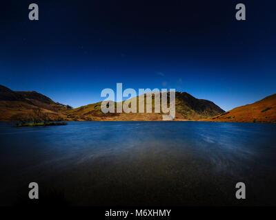 Clair de lune sur un Mellbreak, Crummock Water, Lake District, en Angleterre. Banque D'Images