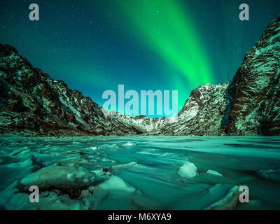 Northern Light sur les îles de l'archipel. Banque D'Images