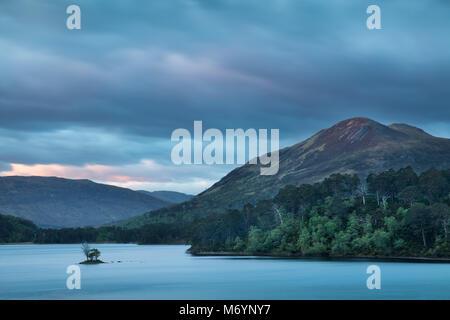 Aube naître sur le Loch Clair, Wester Ross, Scotland, UK Banque D'Images