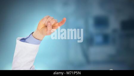 Médecin part en interaction avec air touch