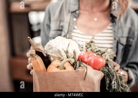 Close up de légumes différents dans le sac Banque D'Images
