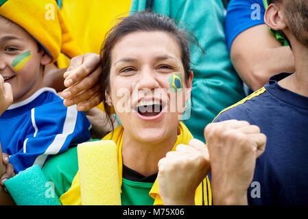 Les fans de football brésilien de match Banque D'Images