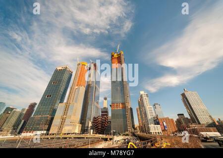 """Le développement dans et autour de chantiers d'Hudson, y compris """"le navire"""", centre, à New York le Mercredi, Février Banque D'Images"""
