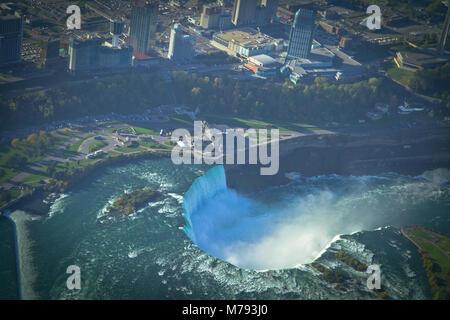 Vue aérienne de Niagara Falls, du Canada, de l'hélicoptère Banque D'Images