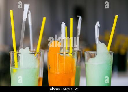 L'orange et le bleu des boissons de bienvenue au Festival Printemps d'événements parti