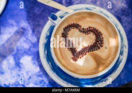 Café avec coeur décoration, Italie, Ligurie, les Cinque Terre, Corniglia Banque D'Images