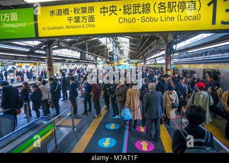 Le Japon, la ville de Tokyo, Ueno Station, Ligne Yamanote Banque D'Images