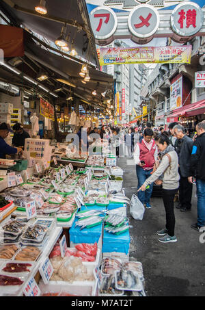 Le Japon, la ville de Tokyo, quartier de Ueno, rue Commerçante Ameyoko Banque D'Images