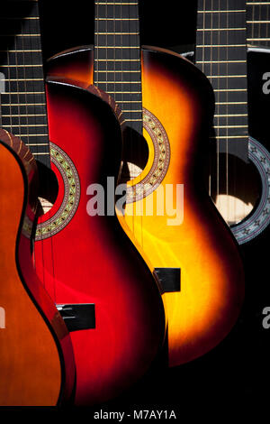 Guitares pour afficher at a market stall, Olvera Street, Los Angeles, Californie, USA