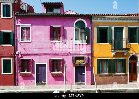 Maisons colorées de Burano, l'île de Venise, Italie, Europe Banque D'Images