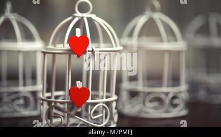 Feuille de papier blanc en forme de coeur et notes d'amour Banque D'Images