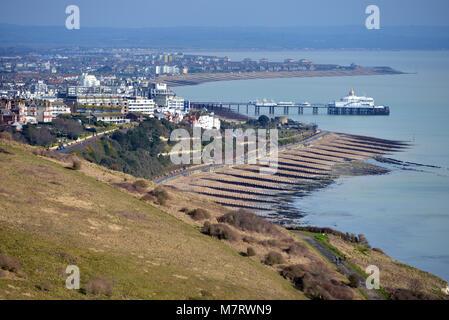 Eastbourne, East Sussex, vu près de l'extrémité de la South Downs Way près de Beachy Head. Banque D'Images