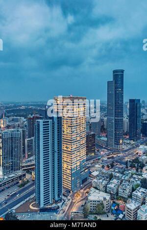 Ramat Gan Skyline At Night, gratte-ciel dans Financial District Banque D'Images