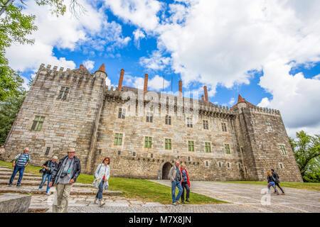 GUIMARAES, PORTUGAL - 16 juin 2016: le château de Guimaraes Guimaraes, dans le district de Braga, Portugal. Il Banque D'Images