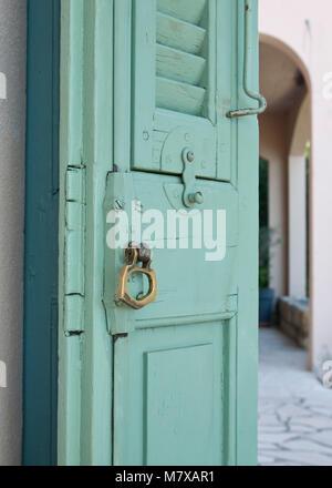 Derriere La Porte Verte Banque D Images Photo Stock 310402540 Alamy