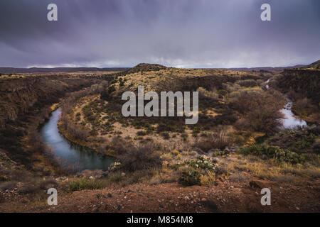 En forme de fer étonnant virage de la Verde River et giant 175 pieds (53 mètres) gorge nommé S.O.B. Canyon, près Banque D'Images
