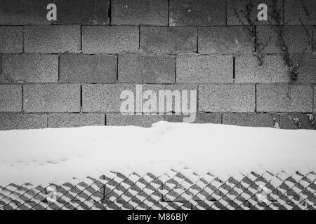 Arrière-plan de brique et la neige clôture (Pesaro, Italie)