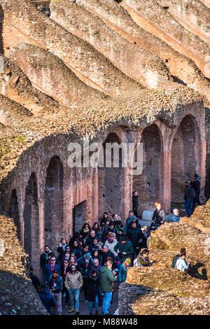Closeup détail de l'intérieur de il Colisée ou Coliseum, également connu sous le nom de l'amphithéâtre Flavien, Banque D'Images