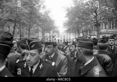 Philippe Gras / Le Pictorium - Mai 68 - 1968 - France / Ile-de-France (région) / Paris - attente de la police Banque D'Images