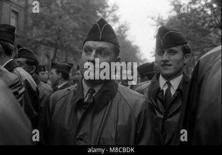 Philippe Gras / Le Pictorium - Mai 1968 - 1968 - France / Ile-de-France (région) / Paris - policiers en attente Banque D'Images