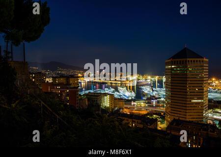 Gênes, Italie 30 Octobre 2016 - Le port de Gênes landscape at night, France , Europe Banque D'Images