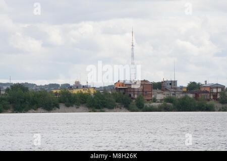Zone industrielle,l'équipement de raffinage du pétrole, à proximité des pipelines industriels d'une usine de raffinage Banque D'Images