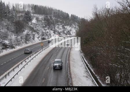 Les routes couvertes de neige dans le Shropshire dans les Midlands de l'Ouest au cours du Moyen-week-end de Mars Banque D'Images